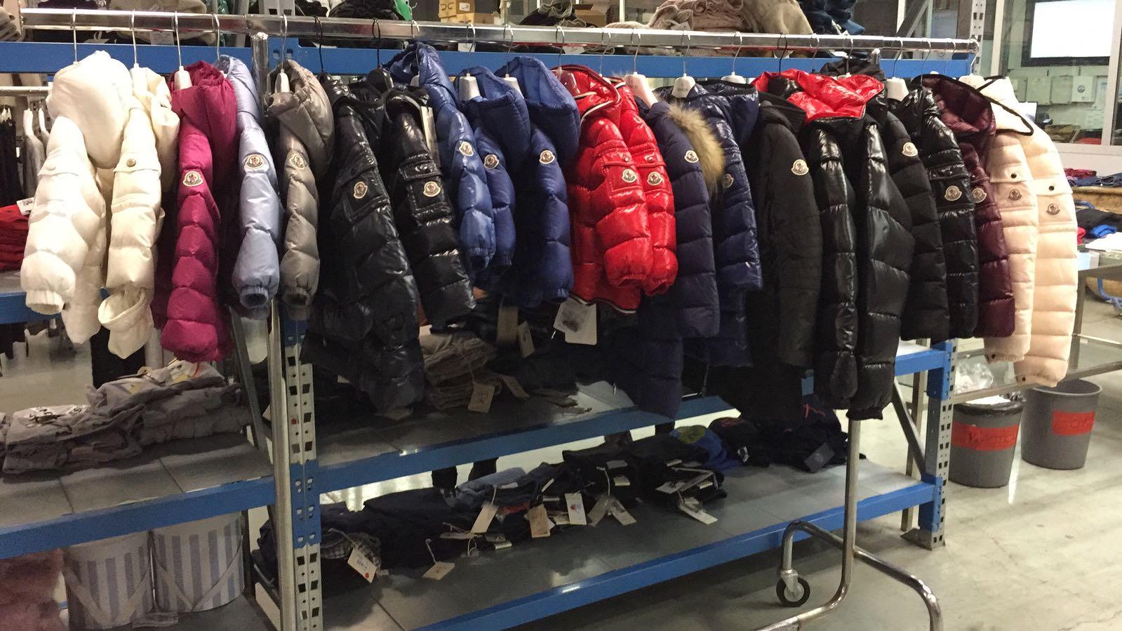 50a4ccbaed1c stock lotti abbigliamento firmato bambino a invernale