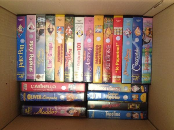 stock piccola collezione VHS Disney