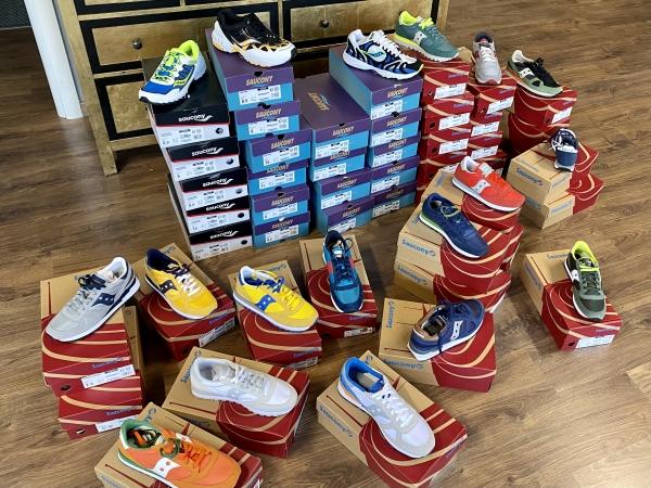 Stock sneakers 2021