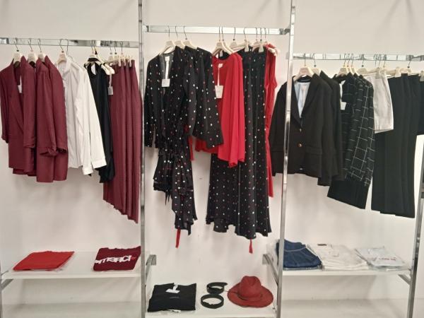 Stock abbigliamento donna firmato Merci P/E